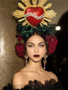 Fashion - seductively sexy beauty look is courtesy of Image via . - seductively sexy beauty look is courtesy of Image via Coachella, Under Your Spell, Fashion Accessories, Hair Accessories, Costume Makeup, Headgear, Headdress, Editorial Photography, Photography Magazine