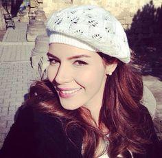 Hatice Sendil, Hijab Fashionista, Turkish Beauty, Turkish Actors, Bellisima, Famous People, Knitted Hats, Winter Hats, Stars