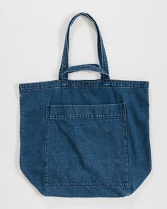 Baggu Giant Pocket Tote - Dark Denim on Garmentory Denim Handbags, Leather Handbags, Crochet Clutch Bags, Commuter Bag, Denim Crafts, Small Shoulder Bag, Shoulder Strap, Denim Bag, Big Bags