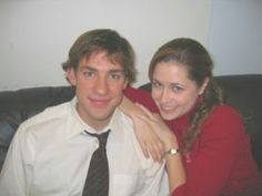 Jim and Pam. THE OFFICE They look SO young here! Like babies! (pretzel day the office) Pam The Office, Best Of The Office, Office Cast, The Office Show, Ryan Howard The Office, Michael Scott, The Office Characters, Cartoon Characters, Office Jokes