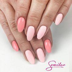 My się zimy nie boimy, neonowymi pastelami z nią walczymy! Te kolory da się lubić o każdej porze roku. Kolory 102 Pastel Peach, White Cream Art #akademiasemilac #nails #pastel #wiosna #spring #peachnails #nailsoftheday #manicurehybrydowy #poznan #nailstagram #nailstylist #nailart #hybridnails #pastelove