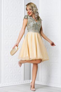 rochie scurta bej eleganta de seara cu broderie aurie Vintage, Dresses, Style, Fashion, Embroidery, Vestidos, Swag, Moda, Fashion Styles