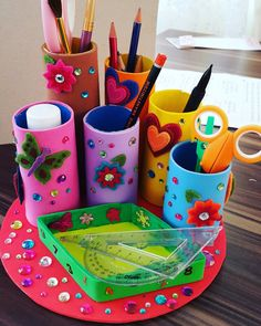 El yapımı kalemlik sevdim recycled crafts, diy arts, crafts ve pencil holde Tin Can Crafts, Diy Home Crafts, Diy Arts And Crafts, Craft Stick Crafts, Toilet Paper Roll Crafts, Cardboard Crafts, Foam Crafts, Diy Paper, Diy For Kids