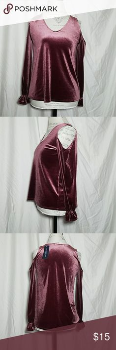 NWT Crushed velvet cold shoulder top Amazingly soft cold shoulder crushed velvet top. Cinched wrist. NWT one clothing Tops Blouses