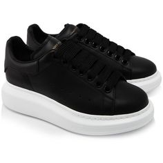 Alexander Mcqueen Oversized Sneakers (1,575 PEN) ❤ liked on Polyvore featuring shoes, sneakers, black, platform sneakers, black leather trainers, black leather shoes, black shoes and rubber sole sneakers