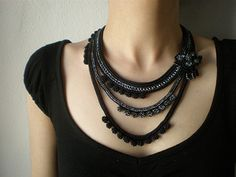 Narcissus Papyraceus - Beaded Crochet Necklace - Gray Black by irregularexpressions | por irregular expressions