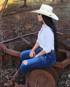 Cowgirl Hats, Cowboy Boot Outfits, Cowgirl Look, Cowgirl Outfits, Sexy Cowgirl, Outfits With Hats, Cowboy Boots, Cute Outfits, Cowgirl Photography