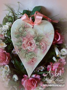 serducho z różą, cieniowanie pittorico Homemade Crafts, Diy Crafts To Sell, Decoupage Art, Heart Crafts, Heart Ornament, Heart Decorations, Wooden Hearts, Shabby, Valentines Diy