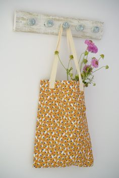 Quick and easy Tote bags, use T towels to make these stylish bags, they make a perfect gift. DIY Tote Bags, Tutorial for T Towel Tote Bags Bag Patterns To Sew, Sewing Patterns Free, Free Sewing, Easy Tote Bag Pattern Free, Denim Tote Bags, Diy Tote Bag, Reuse Fabric, Simple Bags, Sewing Projects