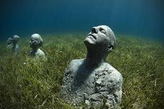 メキシコ、カンクン沖;「海中の彫刻美術館」