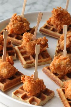 Chicken and Waffles (tapas party ideas) Best Appetizer Recipes, Mini Appetizers, Party Recipes, Appetizer Ideas, Wedding Appetizers, Healthy Appetizers, Brunch Appetizers, Individual Appetizers, Appetizer Party