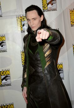 tom hiddleston made a surprise appearance during the Marvel panel as