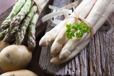 Chodíte v obchode okolo špargle a neviete, ako spoznať čerstvú, ako ju očistiť a naservírovať rodinke tak, aby naozaj chutila? Prinášame vám recepty a návody, ktoré ste nám zaslali – ako vám chutí vo vašich kuchyniach. Asparagus, Vegetables, Food, Meal, Essen, Vegetable Recipes, Hoods, Meals, Eten