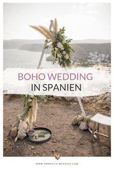 Heiraten am Strand in der Sonne am Meer ist wohl die romantischste Art sich zu trauen. Eine Hochzeit in Spanien am Meer ist entspannt und immer wunderschön. Ambrosia Wedding hilft dir bei der Planung deiner Strandhochzeit. Boho Hochzeit am Strand in Spanien. Traumhochzeit im Boho Stil, Boho Wedding in Spanien. Boho Deko für die Boho Braut. #strandhochzeit #beachwedding #heiratenamstrand #bohowedding #bohohochzeit #bohodeko
