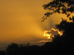 Sunset is an amazing site to adore w/ your eyes and capture the Sun at its tired best