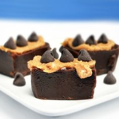 (Healthy) chocolate peanut butter fudge by Chocolate-Covered Katie. Love her food (which is mostly chocolate and healthy)! Paleo Dessert, Healthy Desserts, Just Desserts, Delicious Desserts, Dessert Recipes, Yummy Food, Healthy Fudge, Dessert Blog, Vegan Snacks