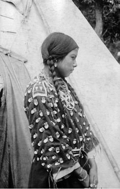 Singing Beauty, a Native American (Crow) woman, poses in the entrance to a tepee at a camp near Lodge Grass, Montana - Bostwick - 1900/1910 (picture # 2)