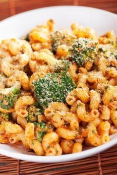 Quick pasta, just x 4 ingredients: sundried tomatoes, brocolli, pasta and nutrional yeast (vegan), or use cheese