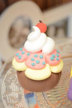 Cupcake en porcelana fría.-