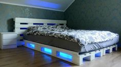 You're tired of your bed and you want some change, then DIY pallet bed LED lights can bring you some new ideas. Wood Bedroom Furniture, Reclaimed Wood Furniture, Pallet Furniture, Furniture Ideas, Wood Bed Design, Bedroom Bed Design, Diy Bedroom, Bedroom Ideas, Trendy Bedroom
