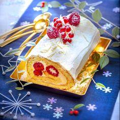 Bûche au chocolat blanc et fruits rouges. Cuisine Companion de Moulinex votre compagnon culinaire au quotidien pour des recettes faciles et rapides. Marielys Lorthios - Photographe professionnelle / photographe culinaire / styliste - http://www.marielys-lorthios.com/