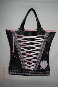 Petit sac de soirée en simili cuir noir, modèle corset rose : Sacs à main par maleely