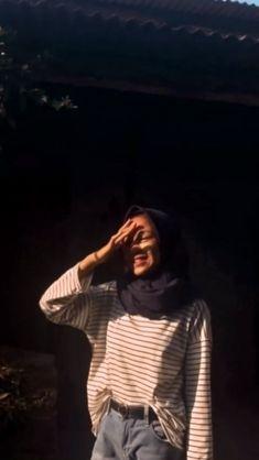 ootd, sun kissed, golden hour, sunshine , hijab , fashion , lockscreen , walllpa... #fashion #golden #hijab #hour #kissed #lockscreen #ootd Modern Hijab Fashion, Street Hijab Fashion, Hijab Fashion Inspiration, Casual Hijab Outfit, Ootd Hijab, Hijab Chic, Hijabi Girl, Girl Hijab, Hijab Style Dress