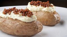 Receita de batata assada com recheio de cream cheese e bacon - Receitas - GNT