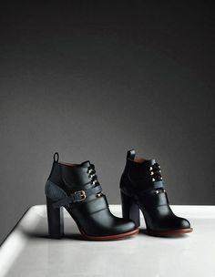 54 Women Fall Shoes That Look Fantastic - Shoes and Bags - Schuhe Damen Ugg Boots, Bootie Boots, Shoe Boots, Ankle Boots, Women's Shoes, Shoes Style, Buy Shoes, Casual Shoes, Shoes Sneakers