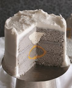 How to Make a Diamond Ring Engagement Cake | Amanda Rettke | Blog.theknot.com