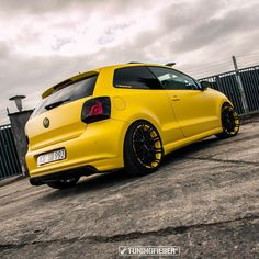 Vw Polo Modified, Modified Cars, Gol Trend, Volkswagen Golf Mk2, Jdm, Yellow Car, Honda Fit, Vw Cars, Cool Cars
