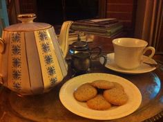 Lady Anna: Tea, cookies and Downton :) #DowntonNight