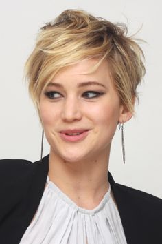 Jennifer_Lawrence___Catching_Fire_press_conference_portraits_by_Munawar_Hosain_16.jpg