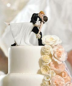 i would love to have this topper, and then the couple posing like this in the background as well.
