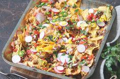 Svěží zapečené nachos Nachos, Thing 1, Paella, Vegetable Pizza, Vegetables, Ethnic Recipes, Party Time, Food, Pico De Gallo