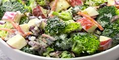 Broccoli Apple Salad -- Broccoli, pecans, cranberries, carrots and apples come together to make an amazing salad with delicious flavors and textures. The creamy dressing on top makes this salad absolutely incredible! Vegetarian Recipes, Cooking Recipes, Healthy Recipes, Apple Recipes, Keto Recipes, Skinny Broccoli Salad, Brocolli Apple Salad, Fresh Broccoli, Cocina Natural