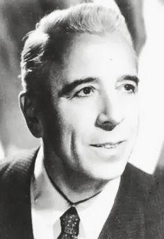 Osvaldo Fresedo (1897 - 1984) A commencé au bandonéon avec Canaro et Firpo, en 1920, il est allé aux États d'enregistrer avec l'Orchestre Típica Select. Il a commencé sa propre orchestre en 1922 . il a eu une influence à la fois sur Julio De Caro et Carlos Di Sarli , et souvent expérimenté avec des instruments inhabituels, (harpe , vibraphone et percussions) . Le style est très élégant et mélodique , bien que dans les années 1950 et 1960 l'expérimentation a conduit à devenir luxuriante.