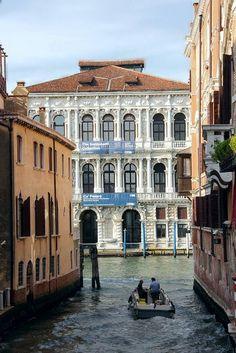 Palazzo Pesaro, Venice, Italy. Really this city looking as nature beauty of the world. Because its especially created by nature. http://mundodeviagens.com/ - Existem muitas maneiras de ver o Mundo. O Blog Mundo de Viagens recomenda... TODAS!