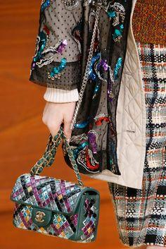 Chanel - Fall 2015 Ready-to-Wear - Look 21 of 161 handbag