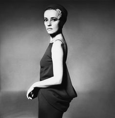 Jeanne Moreau in Pierre Cardin's dress featuring a deeply cowled back, photo by Richard Avedon, seen in Harper's Bazaar, Sept. Jeanne Moreau, Sophia Loren, Famous Photographers, Portrait Photographers, Richard Avedon Portraits, Divas, Reportage Photo, Black And White Portraits, French Actress