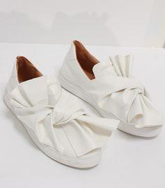 Loéil Winslow Bow Slip-On