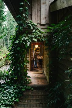 Entrance to cozy house overrun with ivy. Exterior Design, Interior And Exterior, Future House, My House, Beautiful Homes, Beautiful Places, Forest House, Forest Room, Forest Cabin
