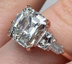 Asher cut beauty. www.bhjewelers.com #diamondrings #ashercut #baguettes #paltinum #timeless #elegance #beauty #engagementrings #diamondrings #weddingring