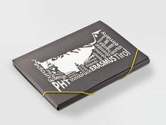 Stilvolle Kongressmappe aus Pappe mit schwarz-weißer Prägung. • #Dinkhauser Kartonagen • #Karton • #Exklusivverpackung Book Binding, Cardboard Paper, Monochrome