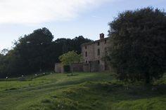 Can Batllic, una masia del segle XVII perfectament conservada, des del camp que l'acompanya podrem observar la vall de Viladrau.