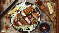 Tonkatsu: japonský vepřový řízek katsu v panko strouhance Tonkatsu, Hot Dogs, Sausage, Treats, Ethnic Recipes, Foods, Sweet Like Candy, Food Food, Goodies