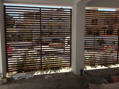 Καγγελα φράχτης εξωτερικού χώρου απο ξύλο μεραντη και χρώματα νερού