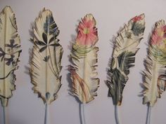 paper feathersUse corrugated car to slip ends into to create a variety of wacky headpieces? Newspaper Crafts, Book Crafts, Diy And Crafts, Arts And Crafts, Diy Paper, Paper Art, Tissue Paper, Paper Feathers, Feather Cards