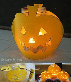 Askarteluohjeet: Halloween kurpitsalyhdyt - liimaa kurpitsat lasitölkkeihin