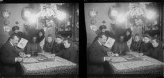 Jugando al bingo. Placa estereroscópica en soporte de vidrio. Fondo Gómez-Moreno/Orueta.  http://bvirtual.bibliotecas.csic.es/csic:csicalepharc000067893
